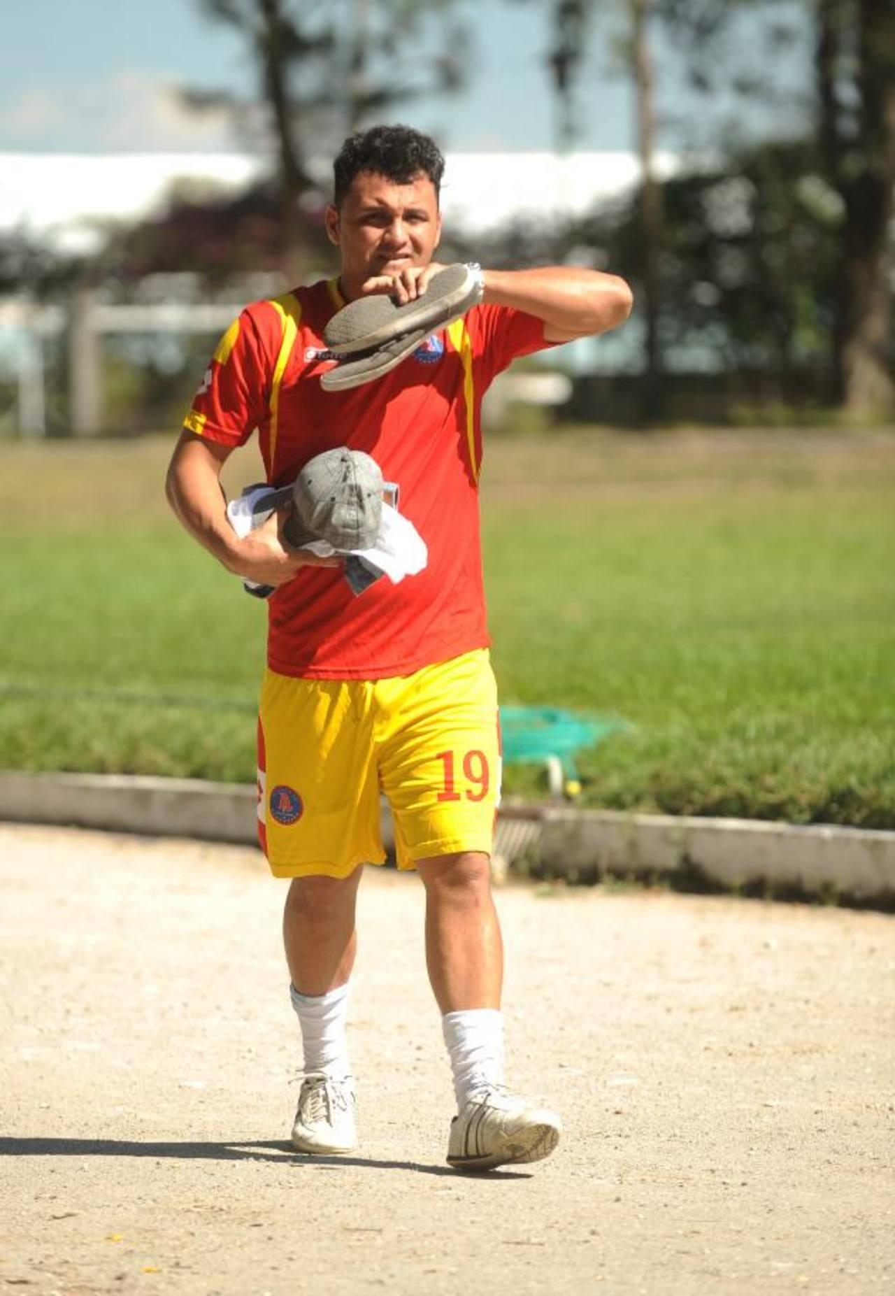 Escobar fue seleccionado nacional por muchos años. Viene de una lesión y ya no jugará en Alianza. Foto EDH / archivo
