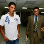 Marvin González se presentó a declarar junto al abogado Martínez. foto edh / René Estrada