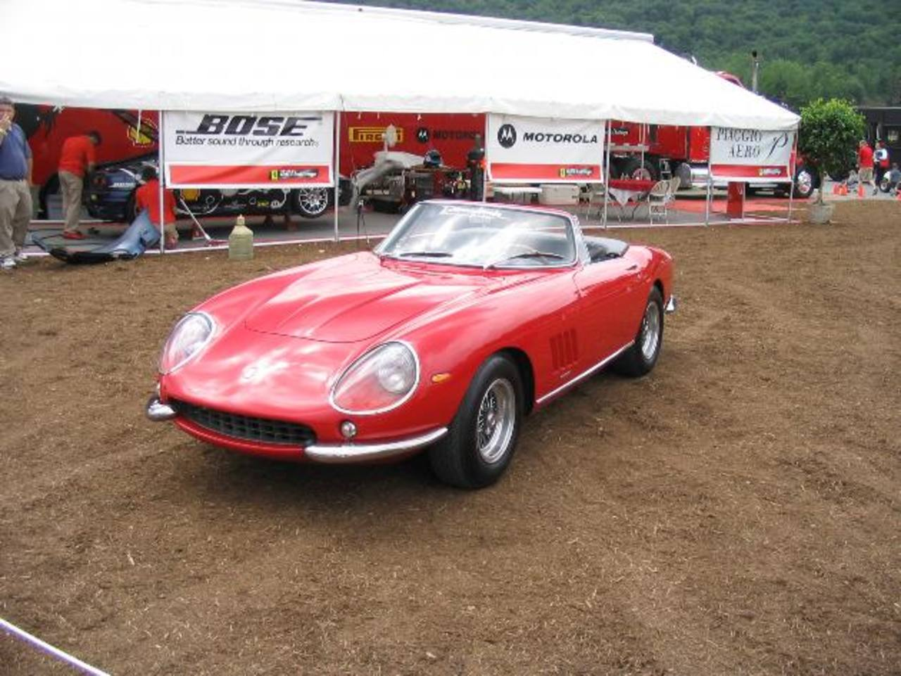 Auto es un Ferrari 275 GTB/4 SNART Spider.Foto EDH