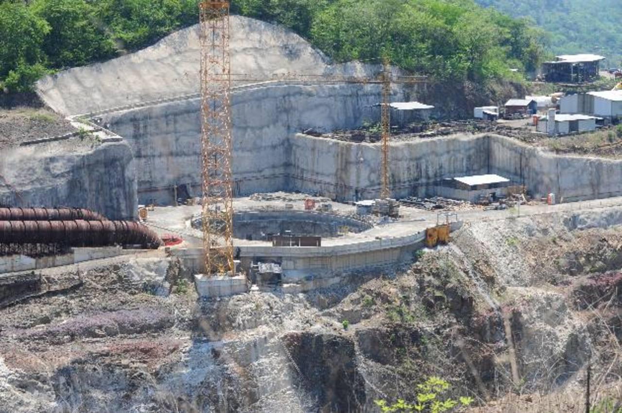 Trabajos en la presa El Chaparral