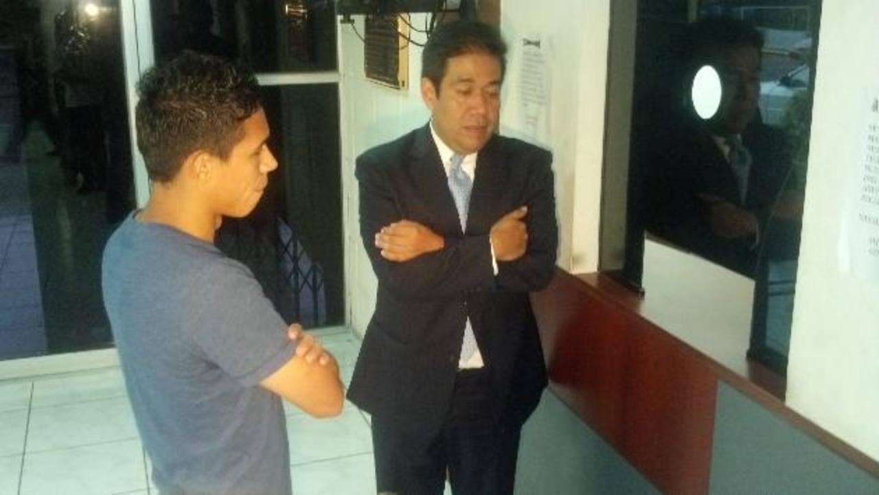 El volante de Alianza, Osael Romero (izquierda), aclaró que era falsa la noticia de que él había salido del país.
