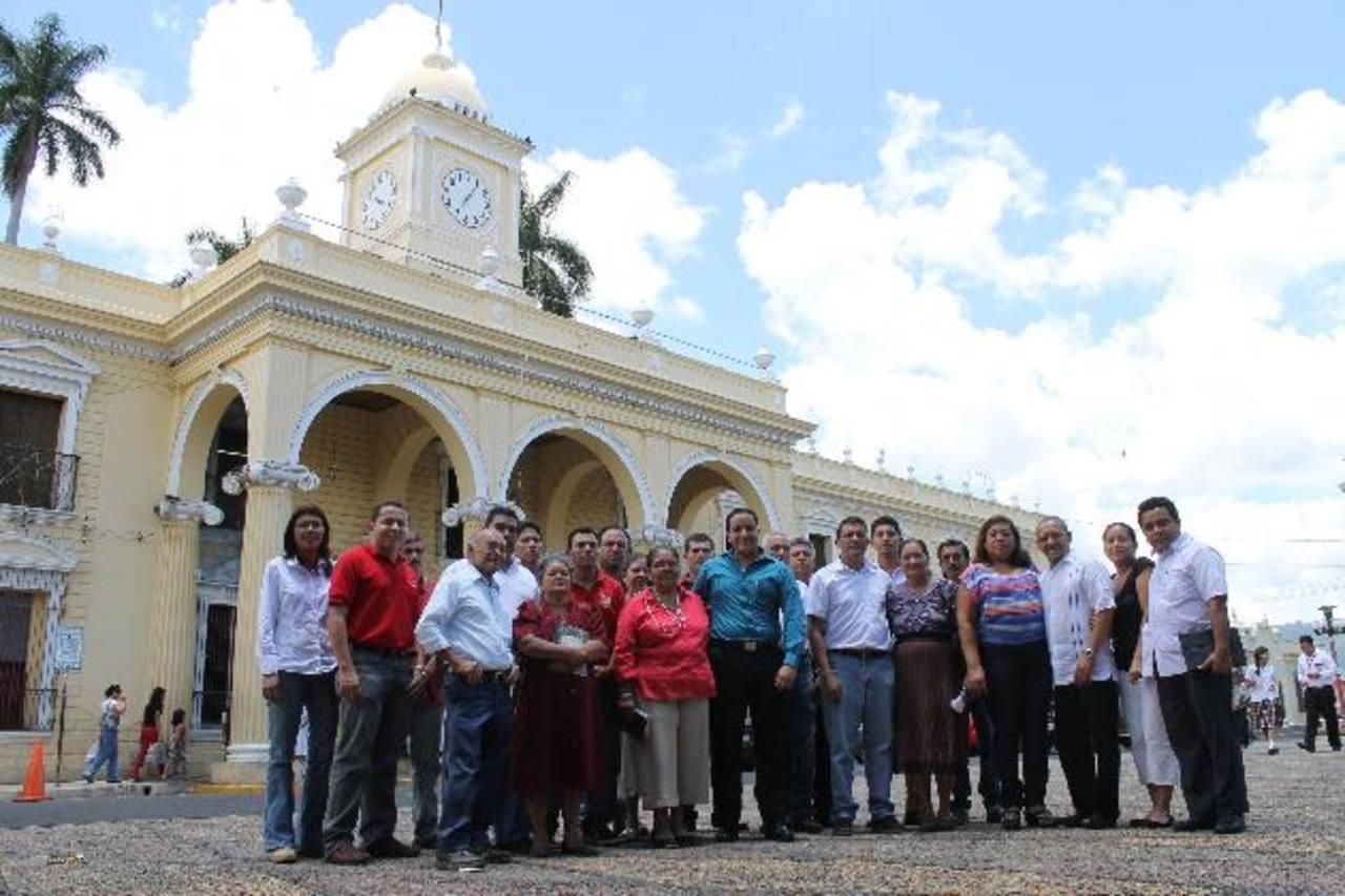 Los miembros del nuevo comité velarán por que los trabajos de la alcaldía se cumplan a cabalidad. Foto EDH / milton jaco