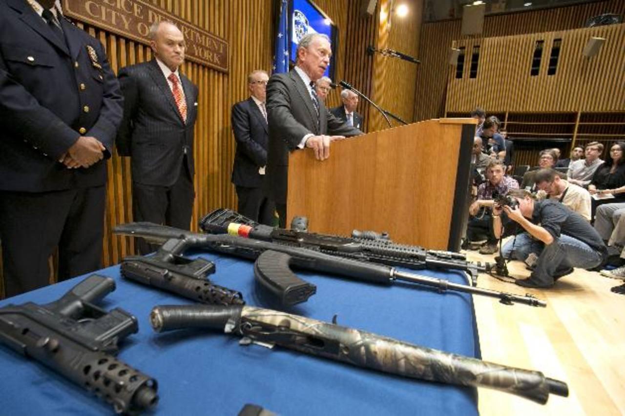 Michael Bloomberg, alcalde de Nueva York, anunció en conferencia ante los medios de comunicación el incautamiento de armas ilegales más grande de la ciudad, en su historia. foto edh / ap