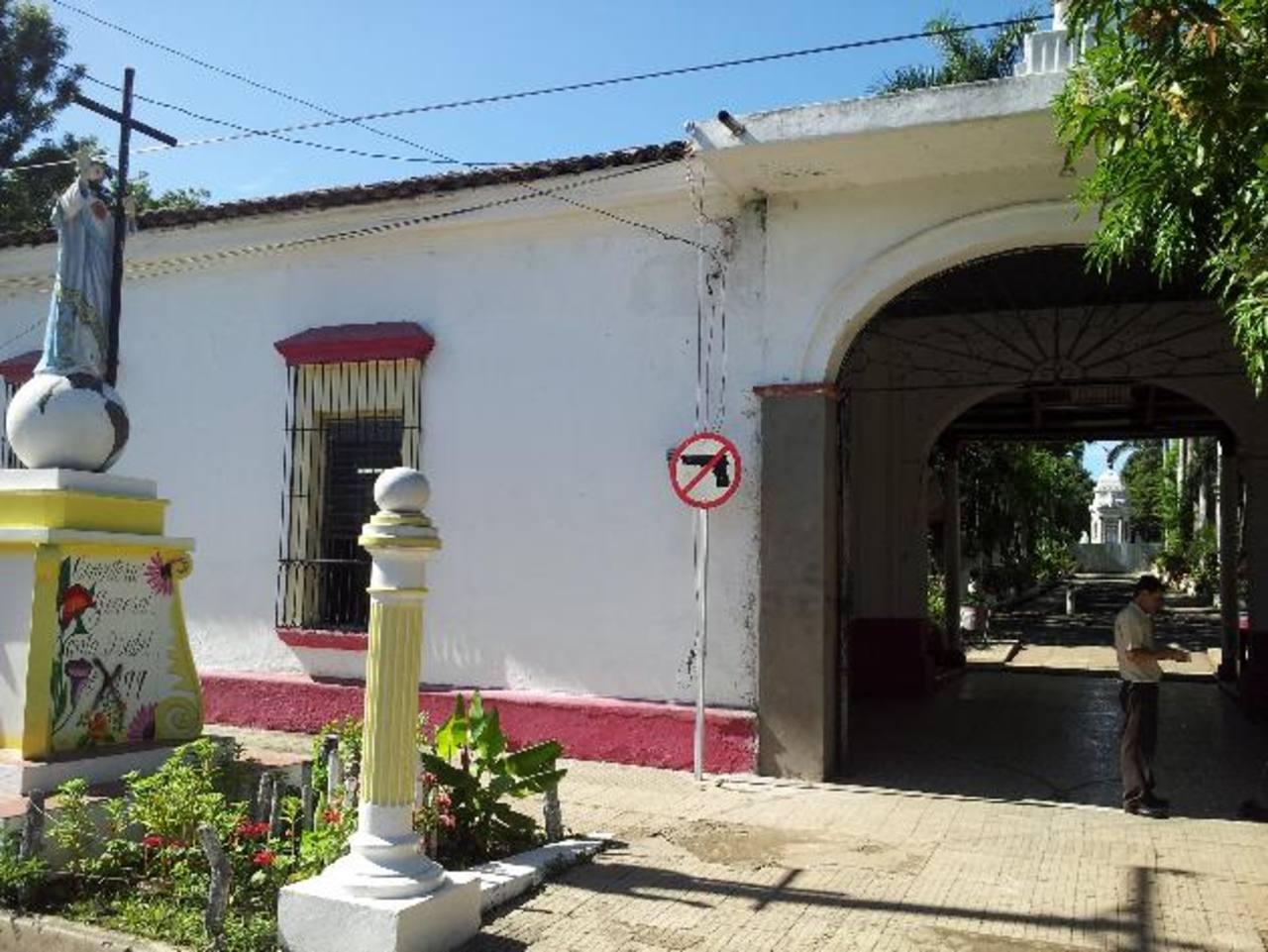 El cementerio Santa Isabel es el principal camposanto que existe en Santa Ana. Las salas buscaban ayudar a las personas.