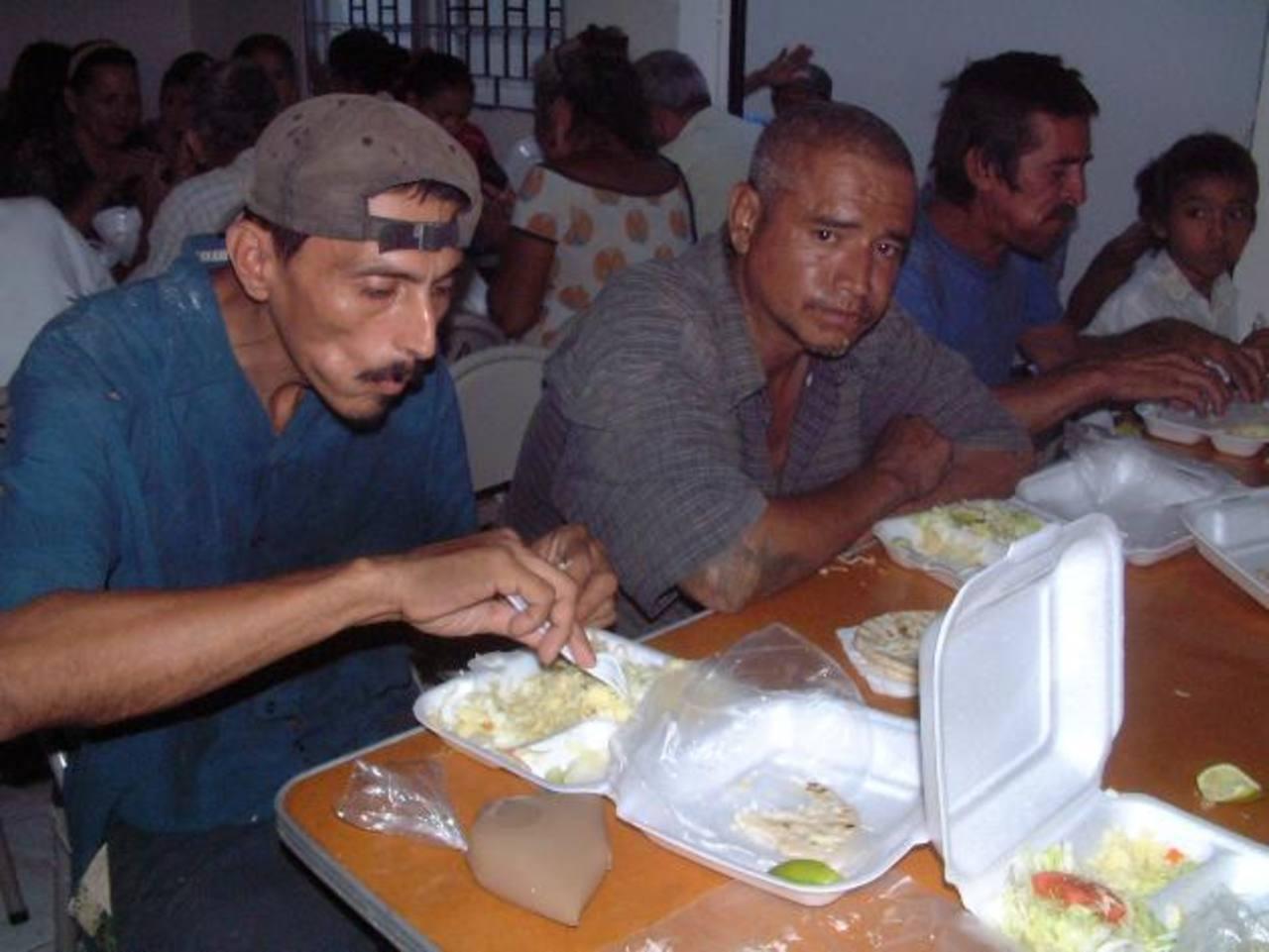 Entre las obras de caridad que sostienen las damas Guadalupanas está un comedor para menesterosos. Foto EDH / archivo
