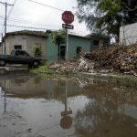 Así lucían las calles de la colonia Santa Lucía la mañana del domingo, luego de la lluvia de la noche anterior. Foto EDH / Milton Jaco