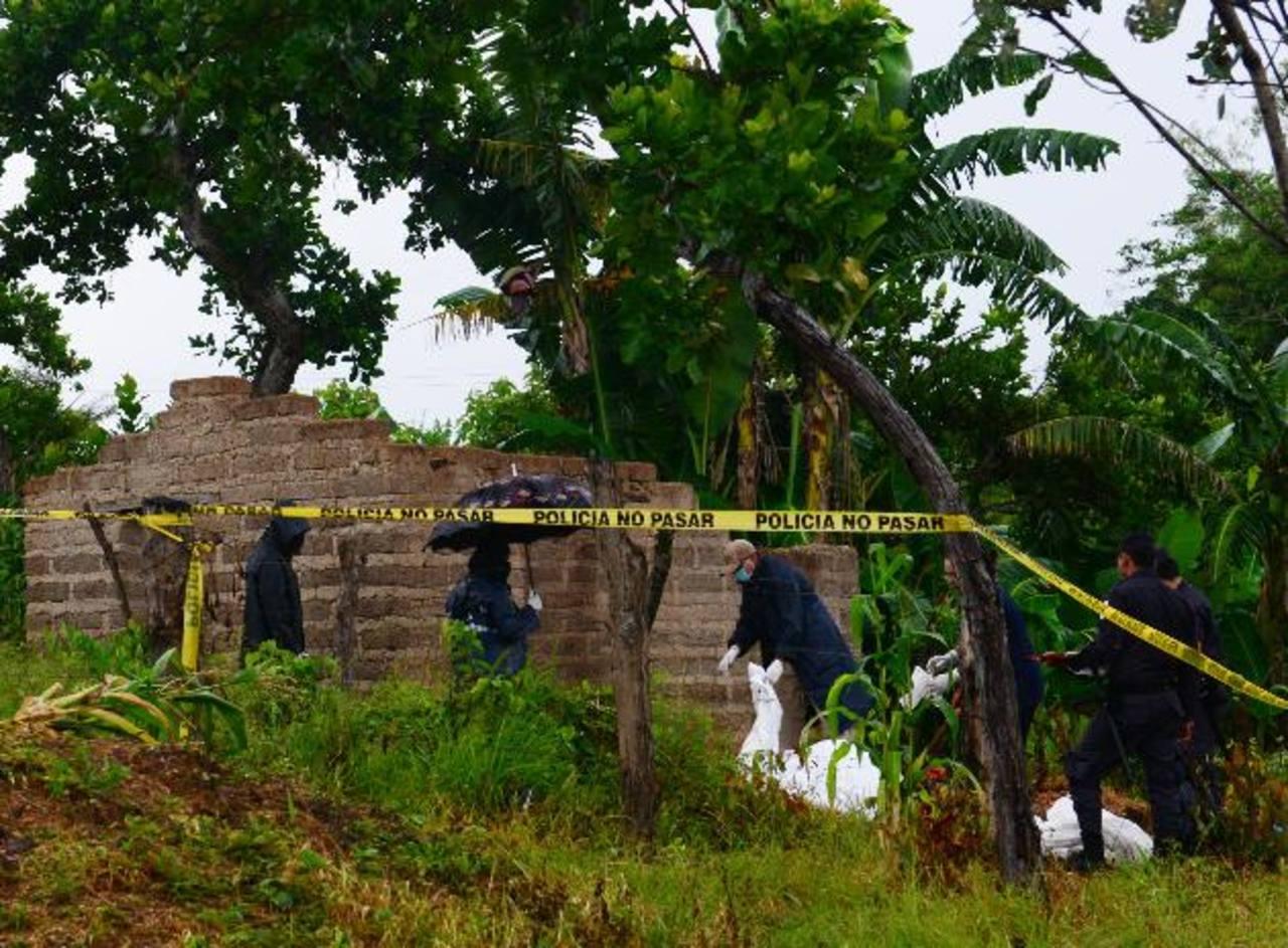 El cuerpo de un joven fue recuperado ayer en Tejutla, Chalatenango. Sospechan que podría ser el de un adolescente desaparecido desde hace un mes. Foto EDH / René Estrada
