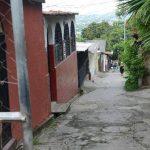 La mayoría de los vecinos de Ciudad Credisa teme hablar de la ola de asaltos en su colonia. Fotos EDH / Miguel Villalta.