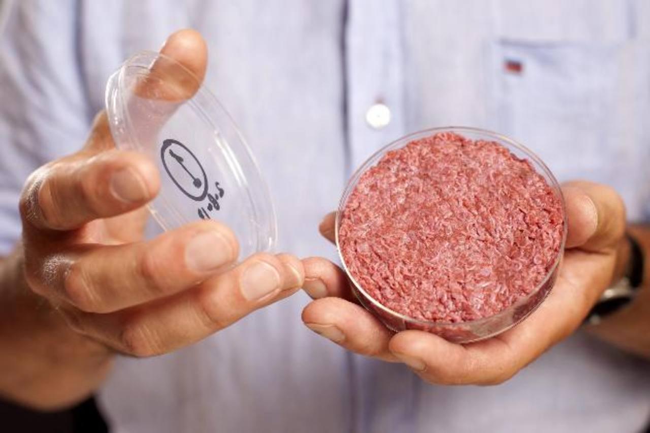 El ingrediente principal de la innovadora hamburguesa es proteína pura vacuna. foto edh / efe