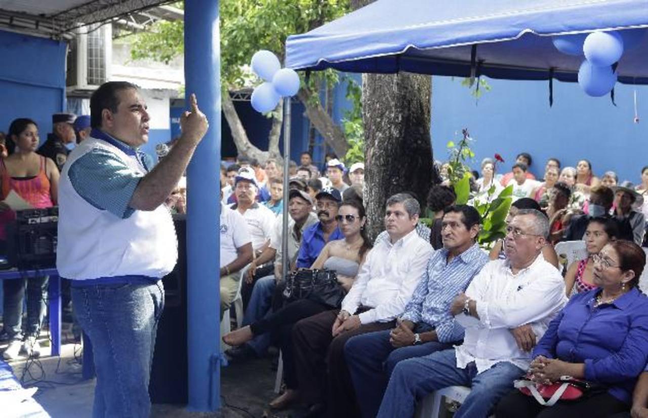 Antonio Saca se dirige a las estructuras del PCN en su visita a Usulután. Foto EDH