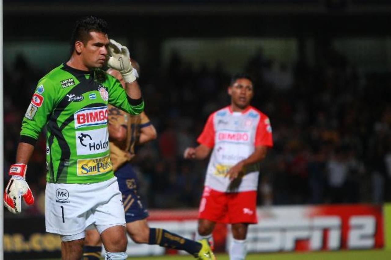 Montes se lamenta tras un gol de Pumas en el 8-0. Foto edh