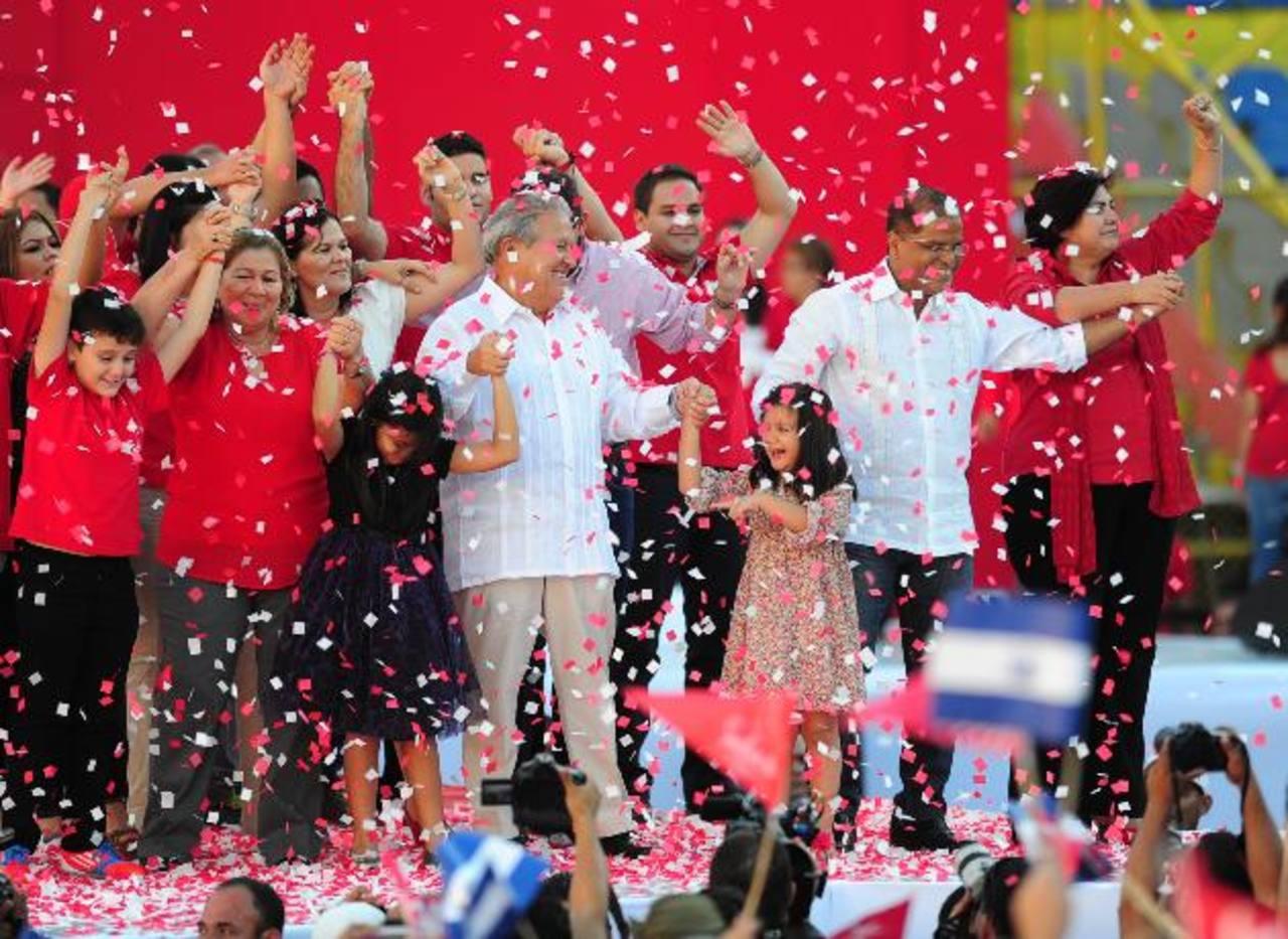 La fórmula presidencial del FMLN de Salvador Sánchez Cerén y Óscar Ortiz, tiene previsto dar a conocer su programa de Gobierno en la Convención Nacional en septiembre. foto edh /archivoSalvador Sánchez Cerén recibió una proclama como funcionario públ