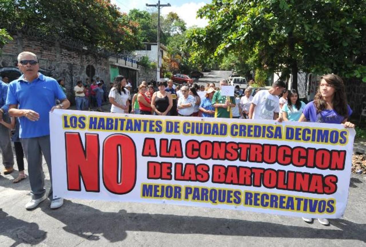 Marcha en rechazo por la construcción de bartolinas en Ciudad Credisa. Foto EDH / Ericka Chávez