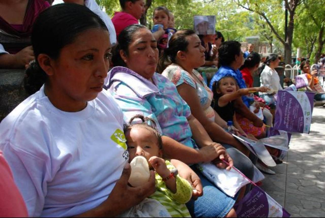 Mujeres de diferentes municipios de Morazán se reunieron en Jocoro, para conocer la política de Derechos Humanos de la Mujer. Foto EDH / Lucinda Quintanilla