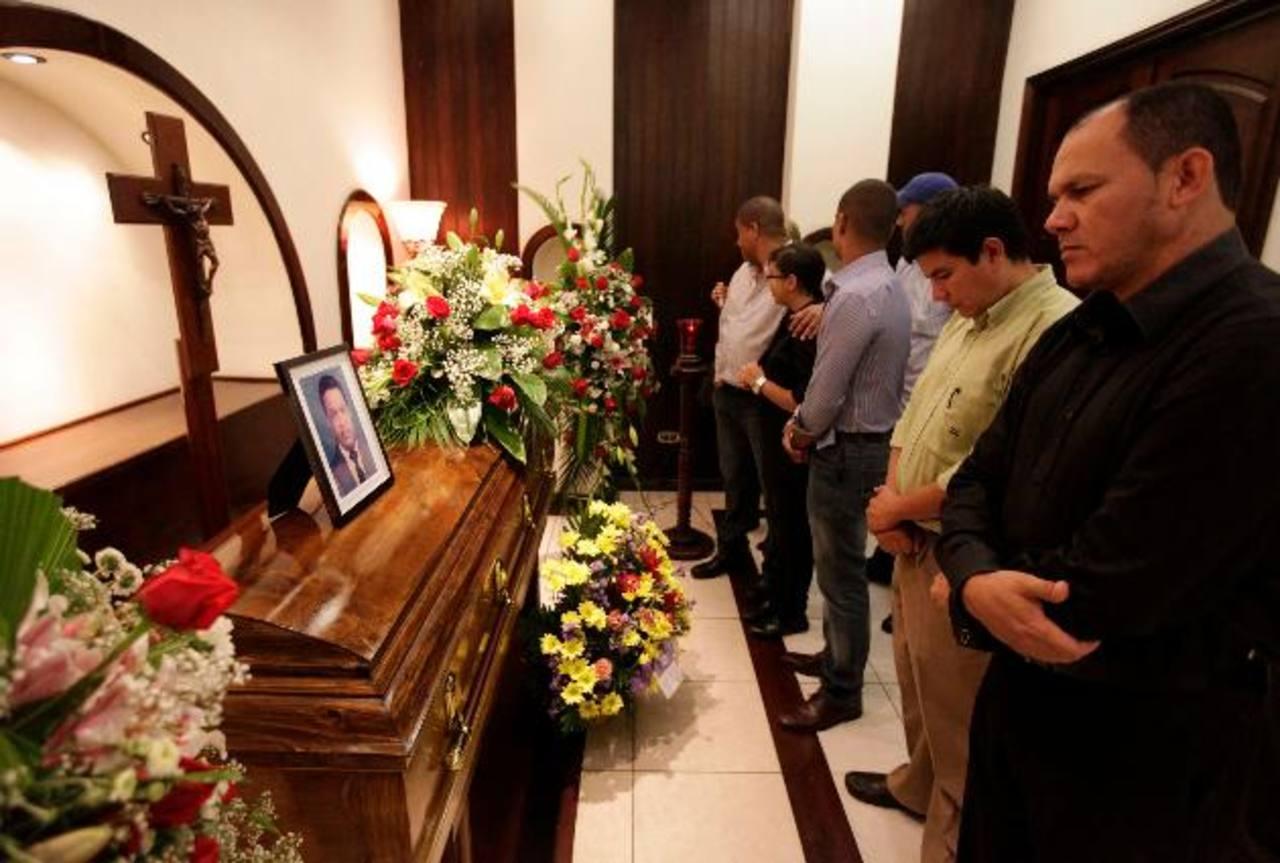 Imagen del sepelio del periodista radial y televisivo Aníbal Barrow, quien fue secuestrado el 24 de junio junto a unos familiares y su cadáver no fue hallado hasta el 10 de julio. FOTO EDH