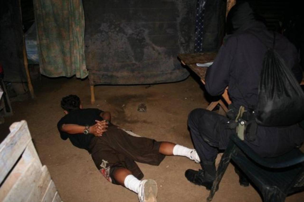 Secuestro es otro de los delitos en los que los delincuentes reciben penas de prisión de hasta 30 años. Foto EDH / Archivo