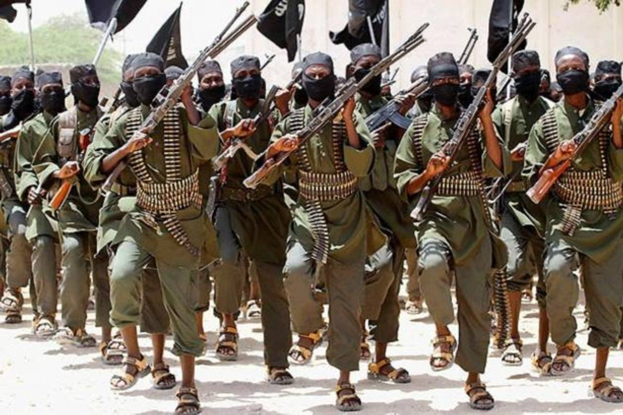 Terroristas de Al Shabab, que anunció en febrero de 2012 su unión formal a la red Al Qaeda, durante un entrenamiento. Foto EDH /internet