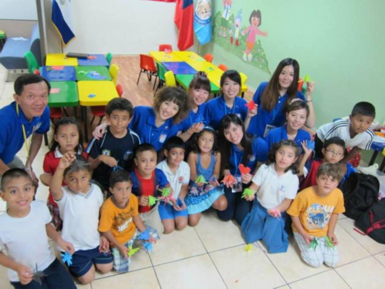 Las embajadoras han tenido la oportunidad de visitar guarderías, centros escolares y otros. Foto edh / Cortesía