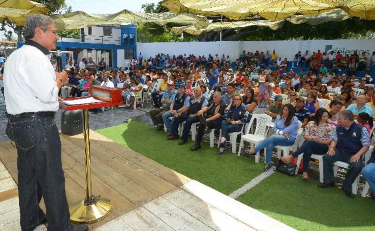 Norman Quijano recibió un homenaje ayer en el Distrito 2 de la capital. Foto EDH / Mario Amaya