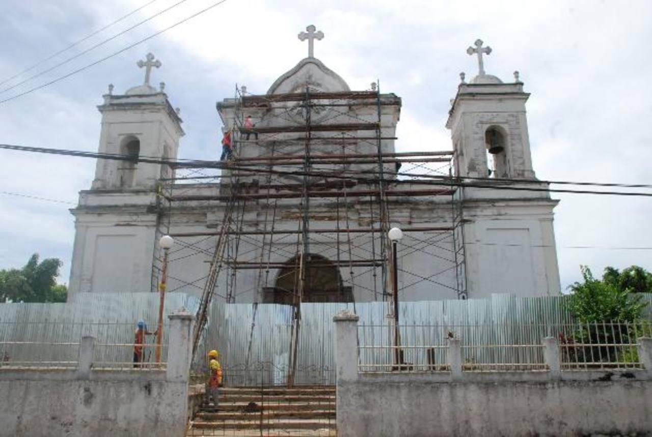 La fachada del templo es la que presenta mayores daños. Fotos EDH / Cristian Díaz