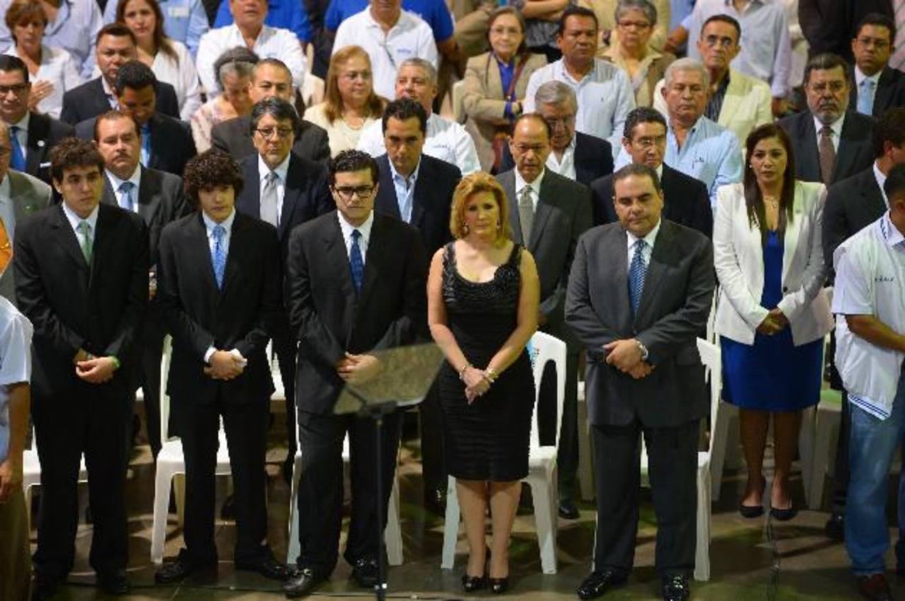 Saca fue acompañado por su familia, así como por sus correligionarios César Funes y René Figueroa. fotos edh / mario amayaEl exdirigente futbolístico Rodrigo Calvo figuró entre los asistentes al encuentro político.