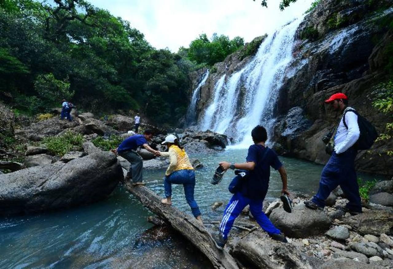 La cascada Las Pilas es una de las más impresionantes por su belleza. Para los turistas también es un reto divertido poder atravesar el paisaje en el norte de Morazán.