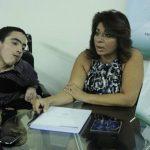 Gerardo Schonenberg, autor de la investigación, y Cecilia Vega, presidenta de la asociación de Hoteles Pequeños de El Salvador.