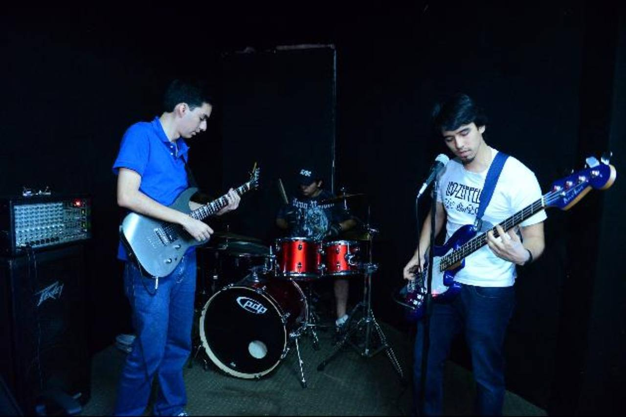 La agrupación Benjamin Breeg Project preparando en Sin Sonido su tercer tributo a la agrupación Iron Maiden.