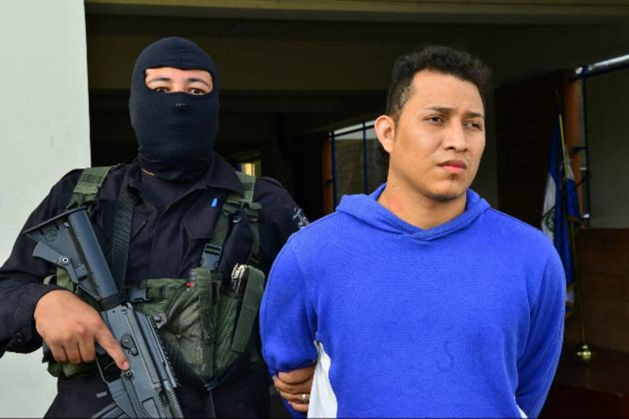 Gustavo López fue arrestado con otros dos sujetos. La Policía dice que él tenía un día de haber salido de la cárcel cuando fue la masacre. Foto EDH / César Avilés.