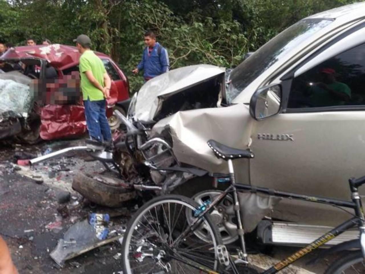 El percance se registró en el kilómetro 66 de la carretera de Santa Ana hacia Chalchuapa. Foto EDH / Usuario Facebook