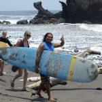 El surf atrae a miles de turistas y sigue teniendo alto potencial. Foto EDH/archivo