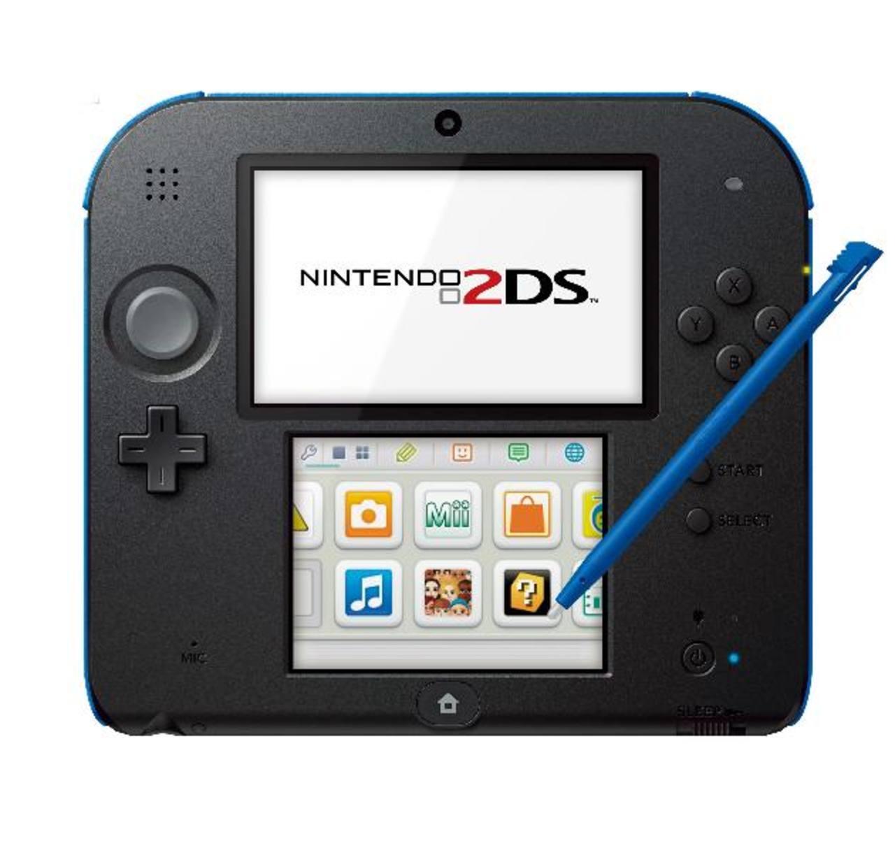 Incluye tarjeta SD de 4GB, un cargador, una cámara frontal, puntero táctil para la pantalla inferior y conectividad wifi.