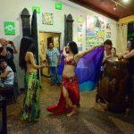 Marcela y Amber Escobar, del grupo Layali, se sumaron a los artistas que acompañaron el agasajo. Fotos EDH / Omar carbonero