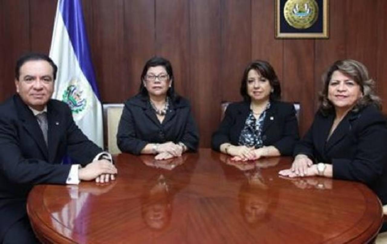 Magistrados Roberto Argueta, Roxana Núñez, Lolly Claros y Elsy Dueñas, de lo Contencioso.