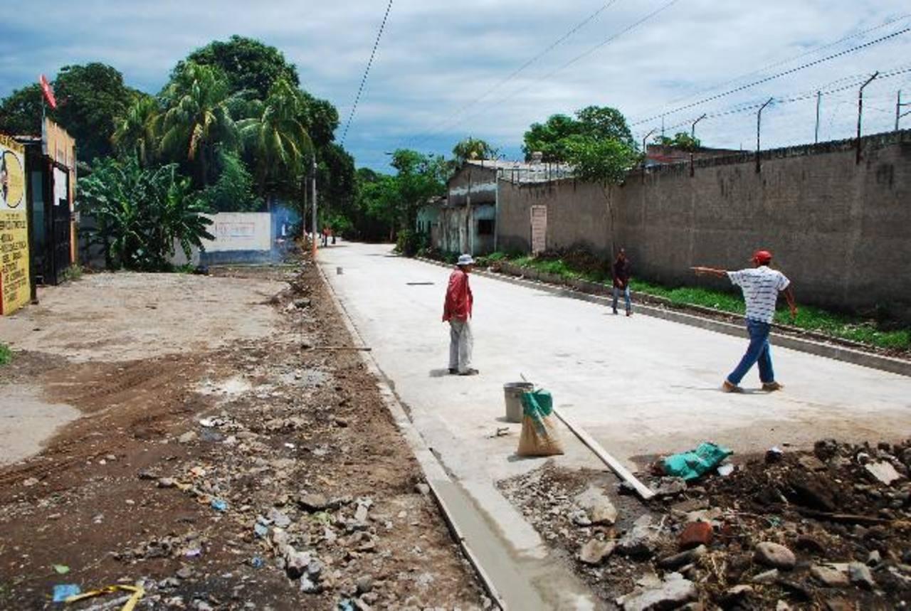 La ciudadanía de las tres colonias beneficiadas espera que los trabajos culminen pronto. Foto EDH / francisco torres