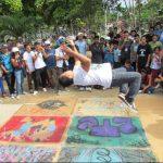 """La solicitud es también para las autoridades municipales por más y mejores espacios para practicar el """"skateboard"""" . El """"break dance"""" es considerado por estos jóvenes un arte urbano que ha sido mal interpretado. fotos edh / mauricio guevara"""