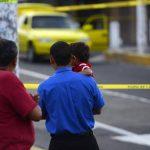 De un promedio de seis muertes violentas diarias en junio, la cifra ha subido a 10 para agosto, según la PNC. Foto EDH