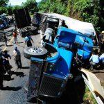 Por horas autoridades tuvieron cerrada la carretera Panamericana, lo que causó congestionamiento. foto edh / francisco torres