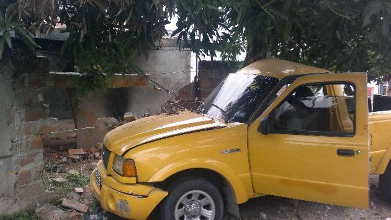 David Archila Trejo, quien supuestamente manejaba ebrio este pick up, arrolló a cuatro niños y dos adultos. foto edh /Óscar iraheta