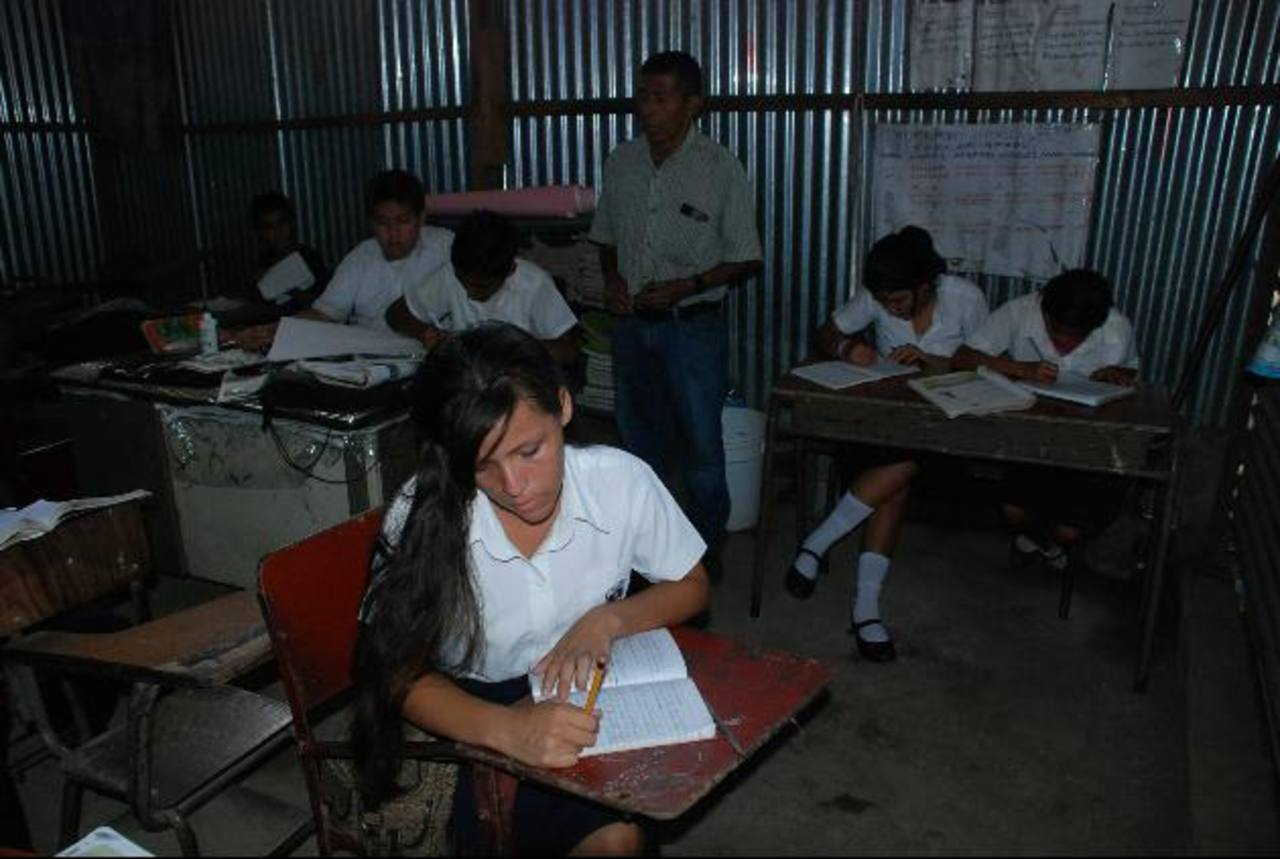 Los docentes tienen derecho a permisos, que sino utilizan pueden acumular. Foto EDH/ Archivo