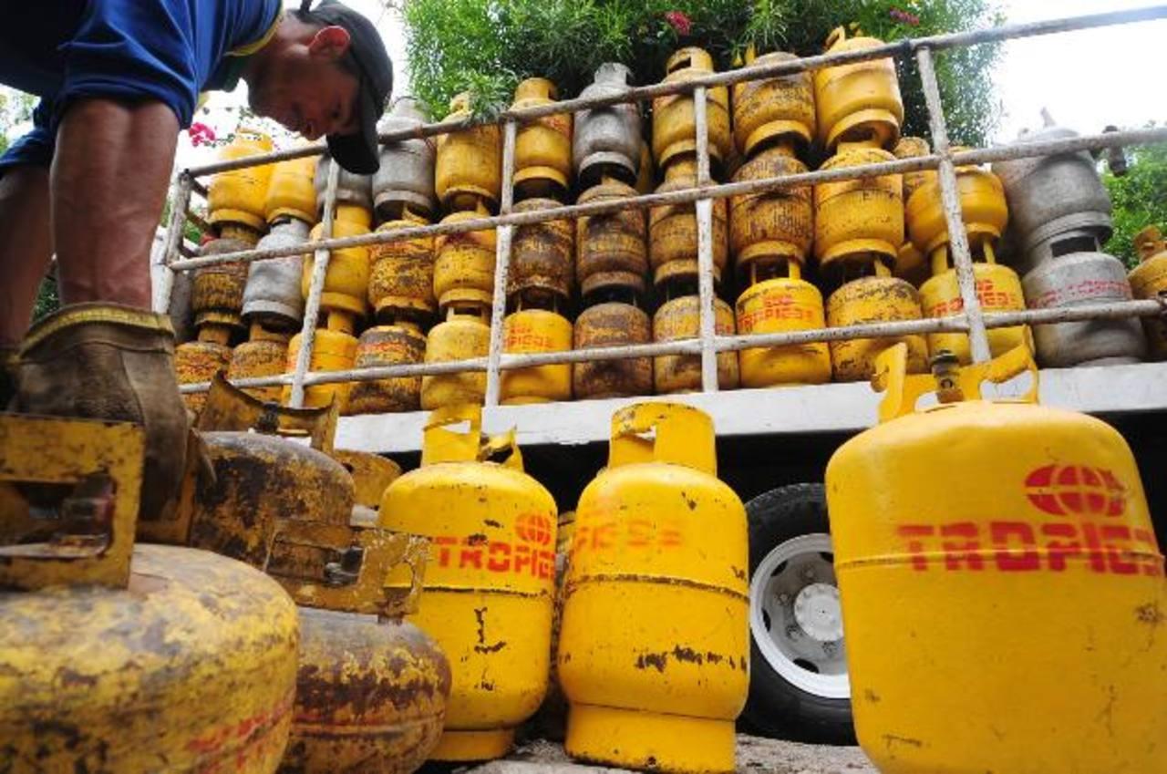 Con el nuevo método de pago, el subsidio del gas se mantiene en $9.10, informó Economía. foto edh /archivo