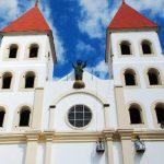 Cada año deben pintar los interiores, sobre todo las cúpulas, donde se forma una capa de hollín. foto edh / archivo