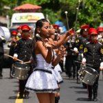Los desfiles con bandas de paz, carrozas y los viejos de agosto han recorrido las calles de la ciudad. Foto edh / Omar Carbonero