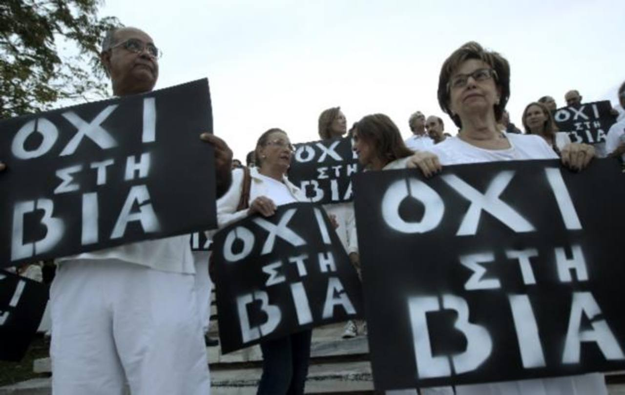 Profesores y empleados públicos de Grecia irán a huelga por despidos