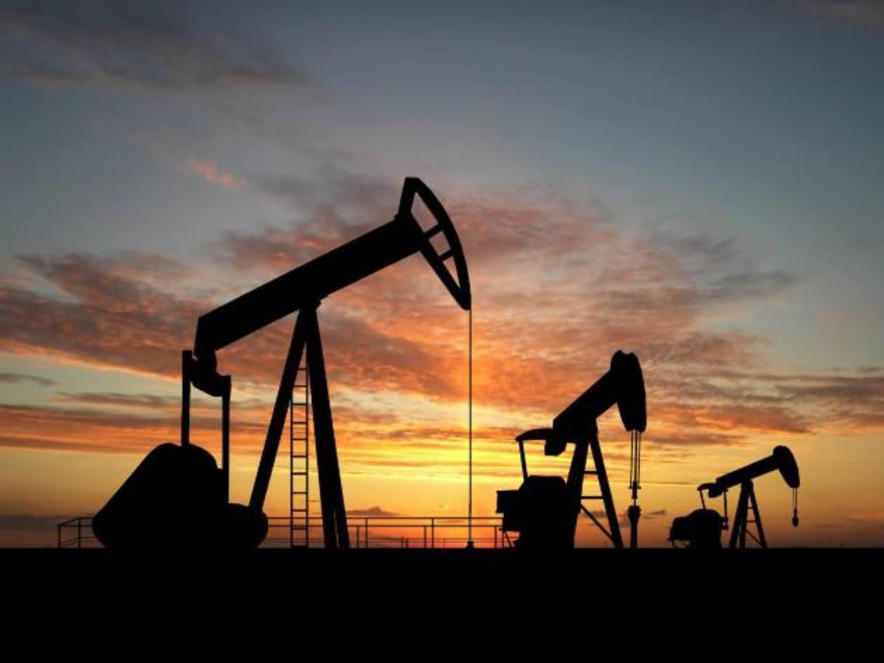 Barril de petróleo retrocede al disiparse tensión en Oriente Medio
