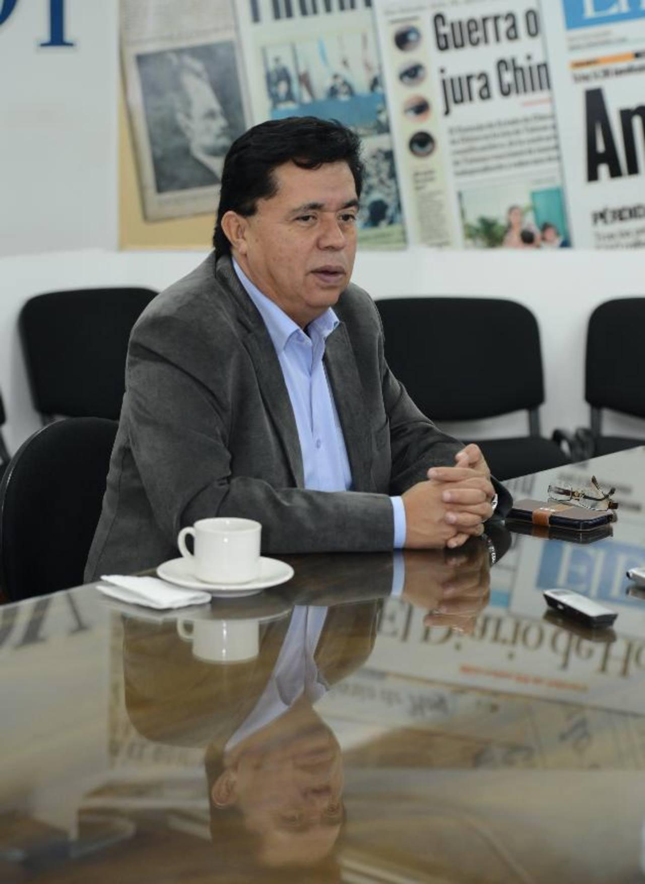 Parte de su oferta electoral, dijo Lorenzana, es recaudar más, pero mediante el crecimiento económico, no con más impuestos. foto edh / Douglas urquilla