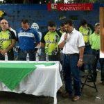Ciclistas urbanos hicieron oración ésta mañana en memoria de Eduardo Belloso, quien murió atropellado el jueves por un conductor alcoholizado. FOTO EDH