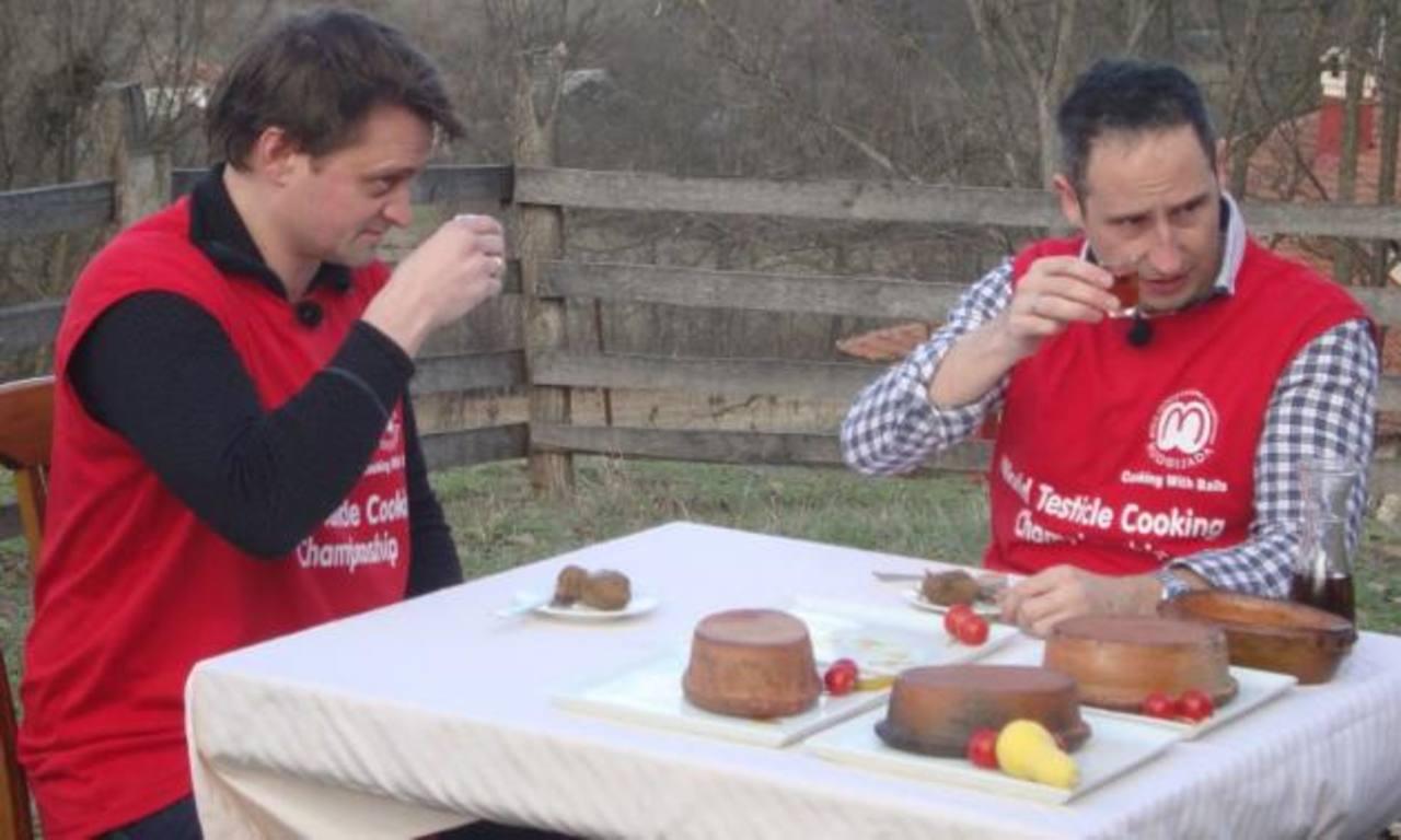 Cocinan testículos como plato fuerte en festival de Serbia