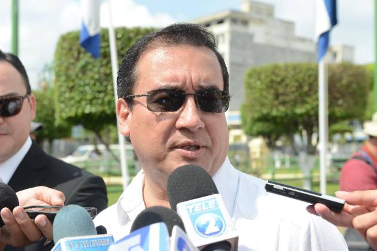 El fiscal general, Luis Martínez, dijo ayer que las declaraciones vertidas por Hugo Barrera no pueden ser consideradas como prueba testimonial para iniciar una investigación, porque no las hizo ante las instancias correspondientes. Foto EDH /Miguel V