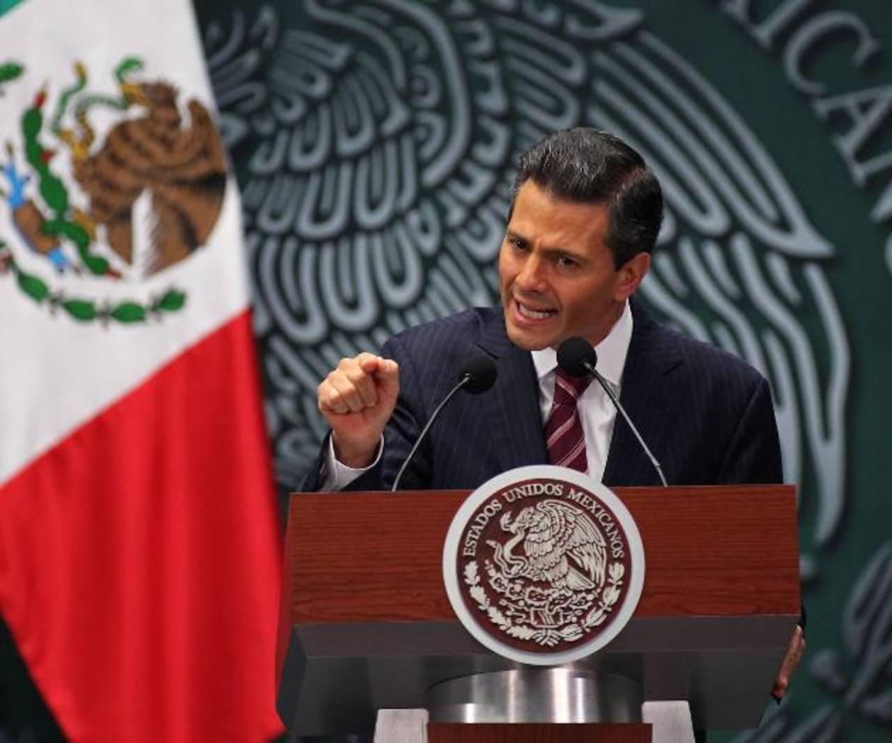 Peña Nieto ayer durante la reunión con los gobernadores a los que presentó su paquete económico. Foto EDH / Internet